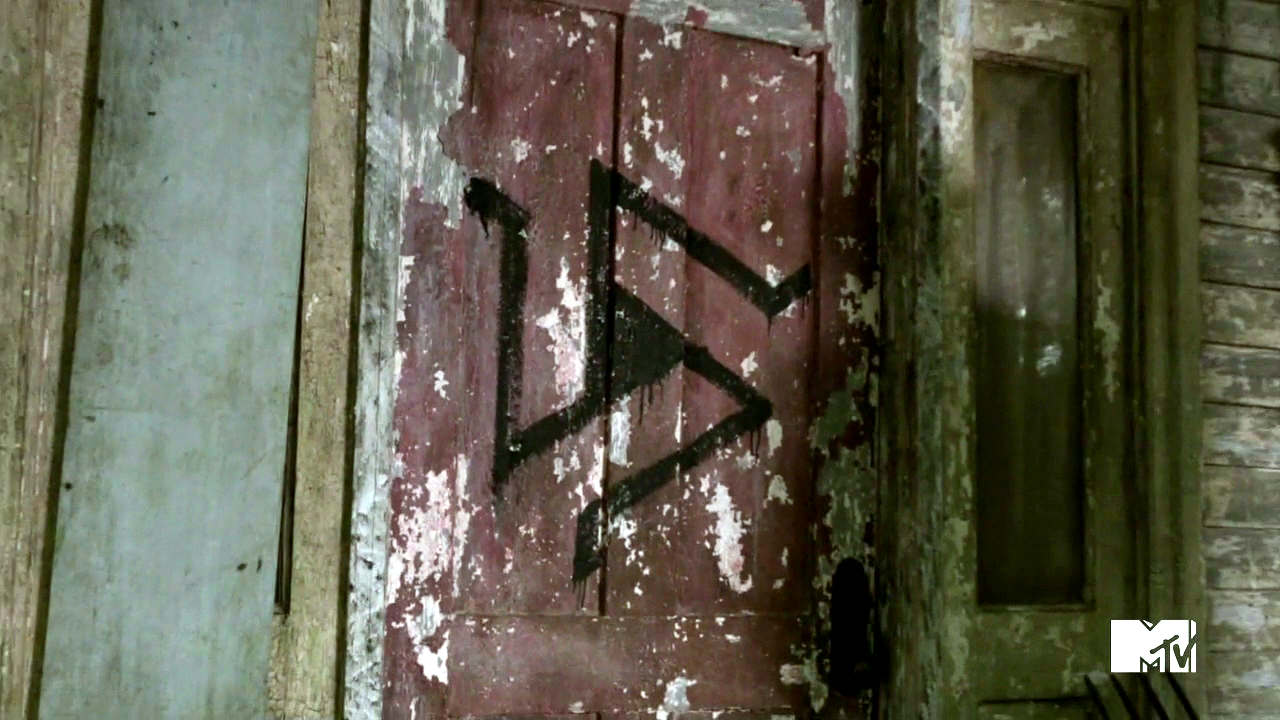 Alpha pack symbol 2 magical bruises edition offthepreserve but in 103 tattoo right at the very end we see boyd and erica kept captive in some kind of abandoned bank vault we know that the alpha pack probably biocorpaavc